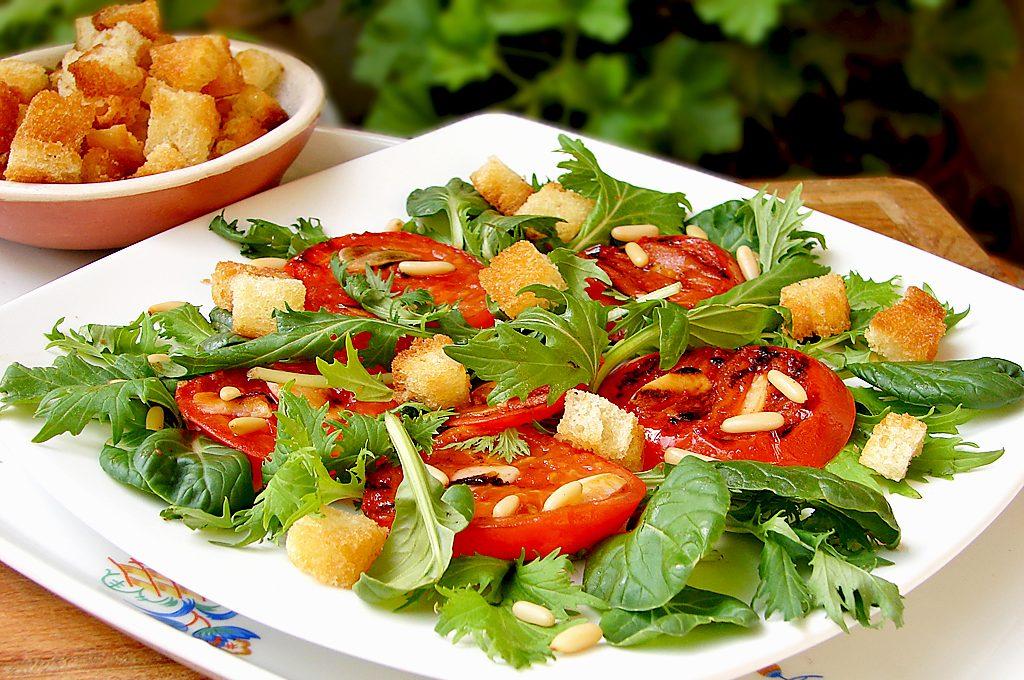 Салата с гриловани домати - Бърза и лесна рецепта