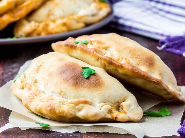Богатата италианска кухня : Затворена пица Калцоне