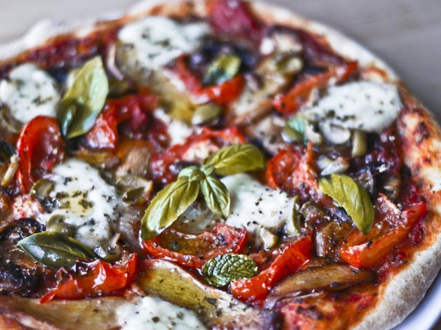 Богатата италианска кухня – Кето пица с моцарела