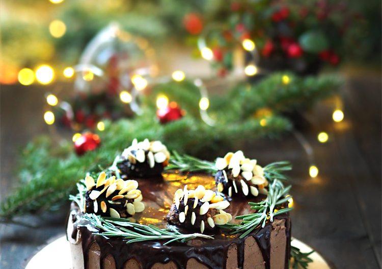 Коледни рецепти : Торта с шишарки от шоколад и бадеми