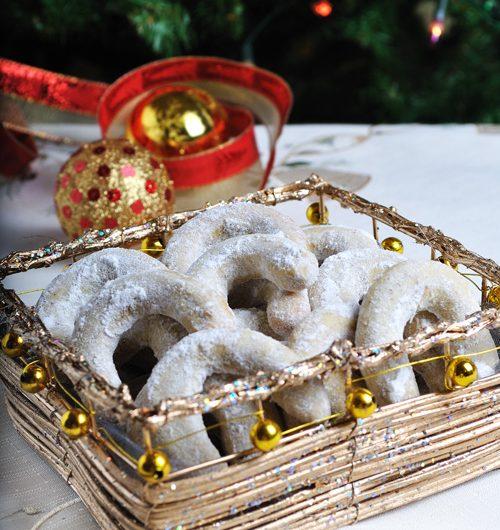 Коледни рецепти : Ванилови бисквитки с пудра захар