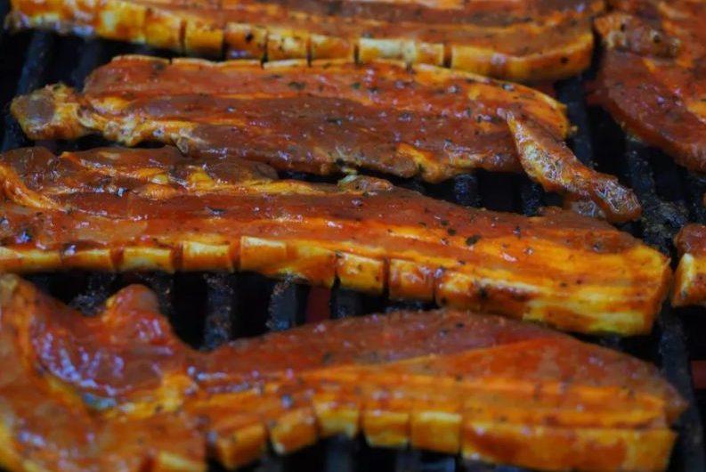 Готвач издаде тайната на перфектните свински ребра на скара